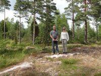 Kaavoittaja Seppo Lamppu ja Emmi-Sofia  Lamppu tekevät katselmuksen maastossa. Kaava on nyt valmis ja saanut lainvoiman 30.5.2013